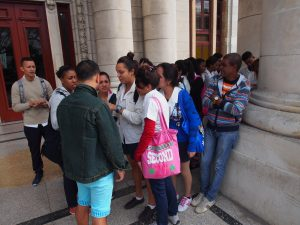 Our cab driver, in denim jacket, conferring with the students how solved our problem.
